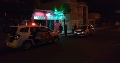 assalto faca miragaia 26 junho 390x205 - Vítimas reagem a roubo e dupla é presa em Birigui