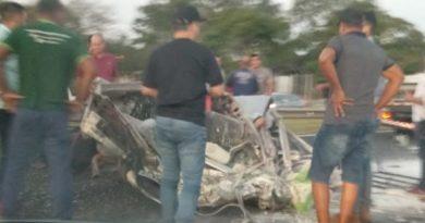 cropped IMG 20190726 WA0017 1 390x205 - Acidente deixa três presos entre as ferragens na Rondon