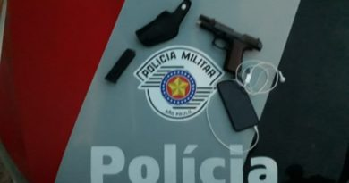 Arma 768x432 390x205 - Homem é preso após roubo de celular em Birigui