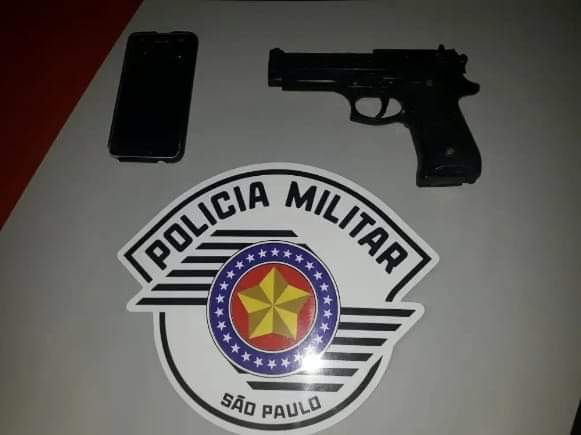 FB IMG 1572122546866 - Menores são detidos com réplica de arma de fogo em Birigui