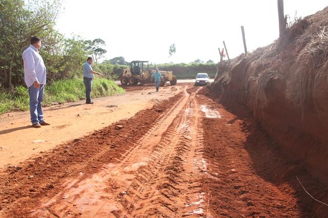 abri0001 - Moradores cobram asfalto na vicinal Moinho/Goulart (SP-461)
