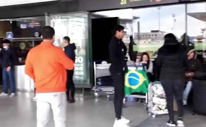 IMG 20200427 175524 720x445 - Cerca de 30 brasileiros aguardam repatriação no aeroporto de Lisboa