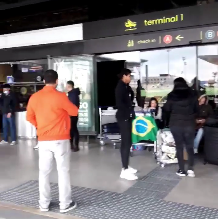 IMG 20200427 175524 - Cerca de 30 brasileiros aguardam repatriação no aeroporto de Lisboa