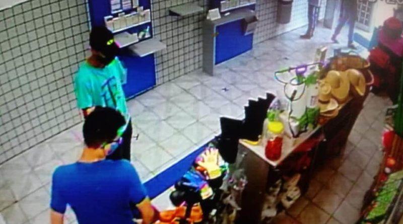 FB IMG 1595456249639 800x445 - Rapaz é preso pela PM após roubo a Casa Lotérica em Gabriel Monteiro