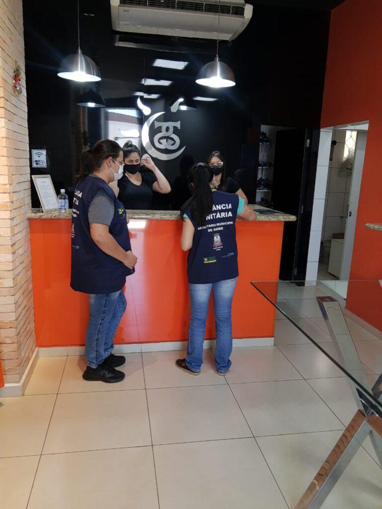 1606596056801 visita 768x1024 - Vigilância Sanitária de Birigui reforça visitas no comércio: cuidados com o coronavírus devem continuar