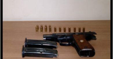 foto porte ilegal 05NOV20 390x205 - Homem é detido por porte ilegal de arma de fogo em Buritama