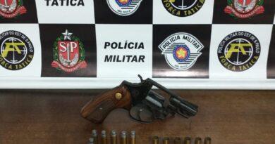 Foto J09 FT 390x205 - Homem é preso por posse de arma em Birigui