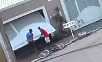 IMG 20201223 WA0006 338x205 - Câmeras registram furto de bicicleta em Birigui