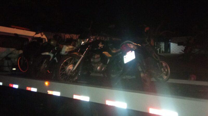imagem apreensao de motocicleta 1 800x445 - PM apreende 11 motocicletas irregulares em praça de Birigui