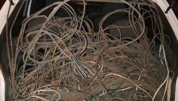 1609939509029 foto tentativa furto fios 359x205 - Polícia Militar detém indivíduos após furtarem fios de energia