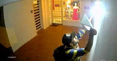IMG 20210120 WA0003 390x205 - Homem furta refletor no centro de Birigui