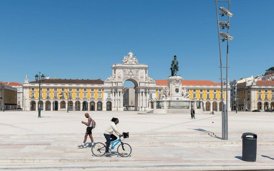 Lisboa coronavirus - COVID-19: após 10.000 mil casos diários de infeção, Portugal entrará em novo confinamento
