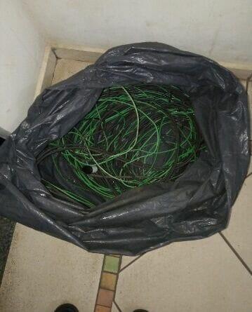foto furto 359x445 - Polícia Militar detém casal com fios furtados em Birigui