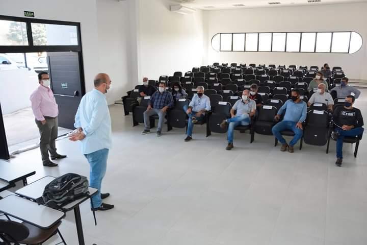 FB IMG 1619717629057 - Prefeitura reúne CPFL e empresas de internet para resolver problemas com fios soltos