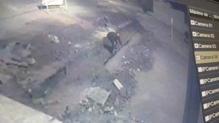 FB IMG 1620853469007 - Homem furta formas usadas em construção de sarjetões em Birigui