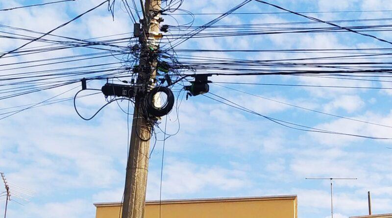 01 800x445 - Prefeitura mapeia mais de 180 pontos com fios e cabos soltos na rede de energia e telecomunicação