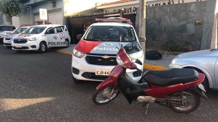 FB IMG 1624587826431 - Dois menores e um maior de idade são detidos com motoneta furtada em Birigui