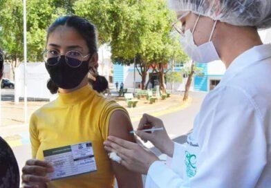 Birigui inicia vacinação de adolescentes de 14 anos e aplica segunda dose neste sábado (4)